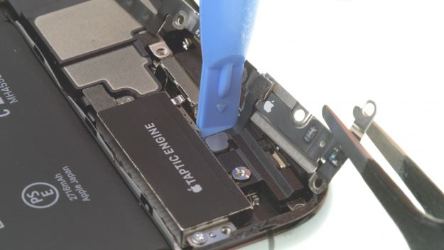 Removing the speaker and taptic engine bracket plate -iphone 11